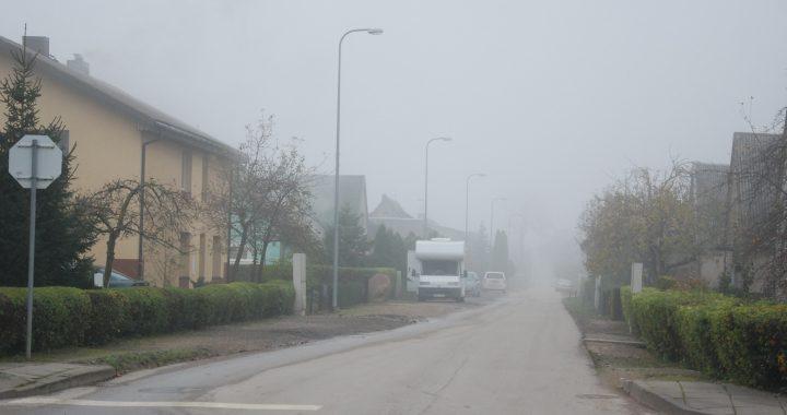 Iki kitų metų pabaigos Taikos gatvė nebeturėtų būti panaši į kaimo keliuką. Aisto Mendeikos nuotr.