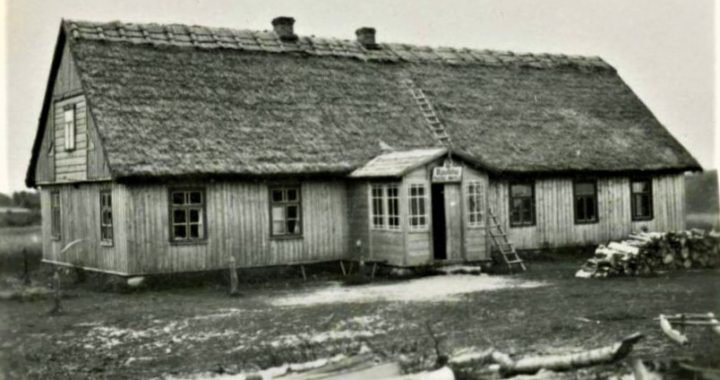 Baubliu kaimo pradžios mokykla tarpukariu. epaveldas.lt nuotr.