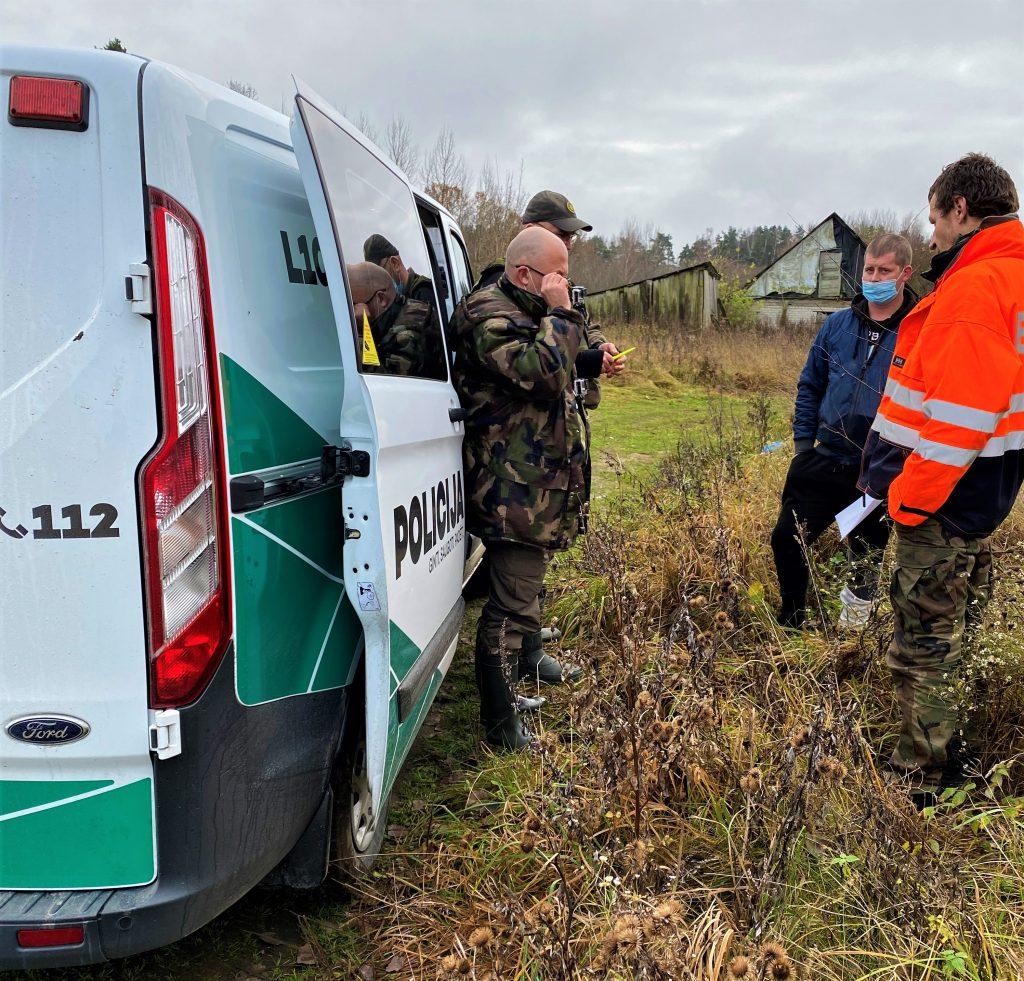 Sumanę šakėmis pagaudyti lašišų antradienį trys brakonieriai įkliuvo pareigūnams.