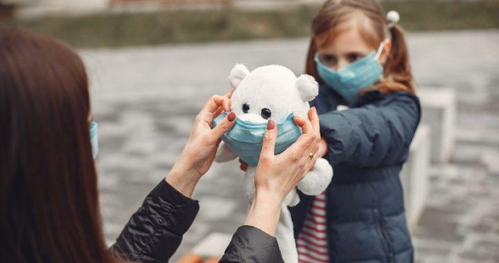 Sveikatos apsaugos ministras Aurelijus Veryga pripažino, kad šešiamečiams darželinukams neturėtų būti privalu dėvėti apsauginę veido kaukę ikimokyklinio ugdymo įstaigoje.