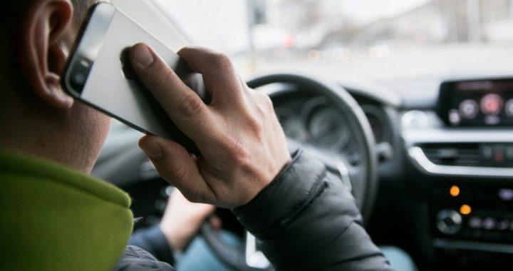 Palangos policijos pareigūnai užfiksavo Kretingos rajono policijos pareigūnai užfiksavo 16 atvejų, kai vairuotojai vairuodami naudojosi telefonu, Palangos pareigūnai - net 92 tokius atvejus. Asociatyvi nuotr.