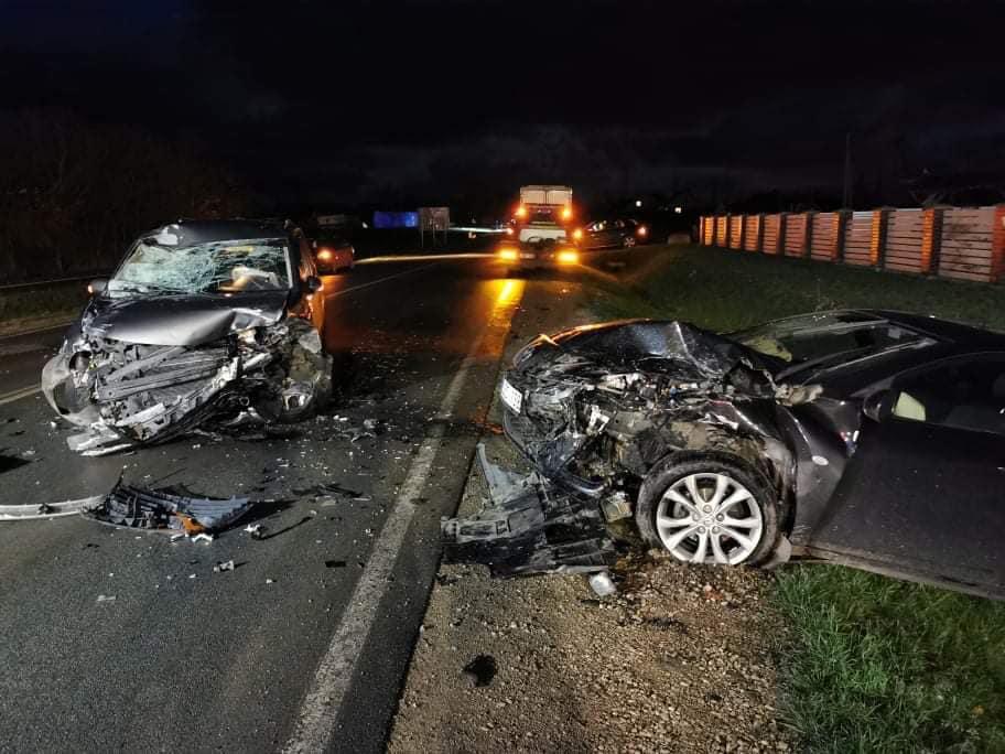 """Šie sumaitoti automobiliai - ne baisiausia girto vairuotojo sukelto eismo įvykio pasekmė. Skaudžiausia, kad žuvo žmogus. Facebook """"Reidas"""" nuotr."""