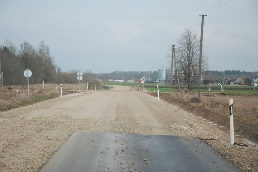 Latviams laiku užbaigti kelio Darbėnai-Kūlupėnai kapitalinį remontą sutrukdė... karantinai.