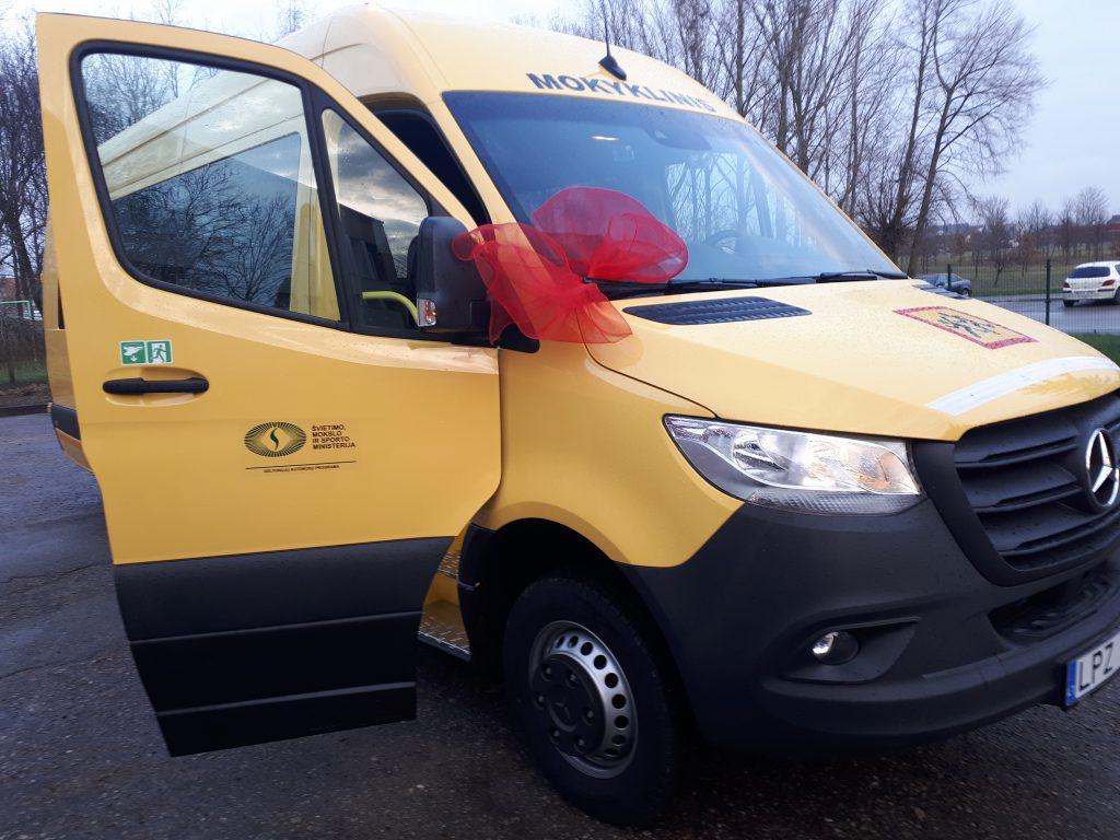 Metams baigiantis  Kretingos rajonas iš ministerijos gavo dovanų dar vieną mokyklinį autobusą.