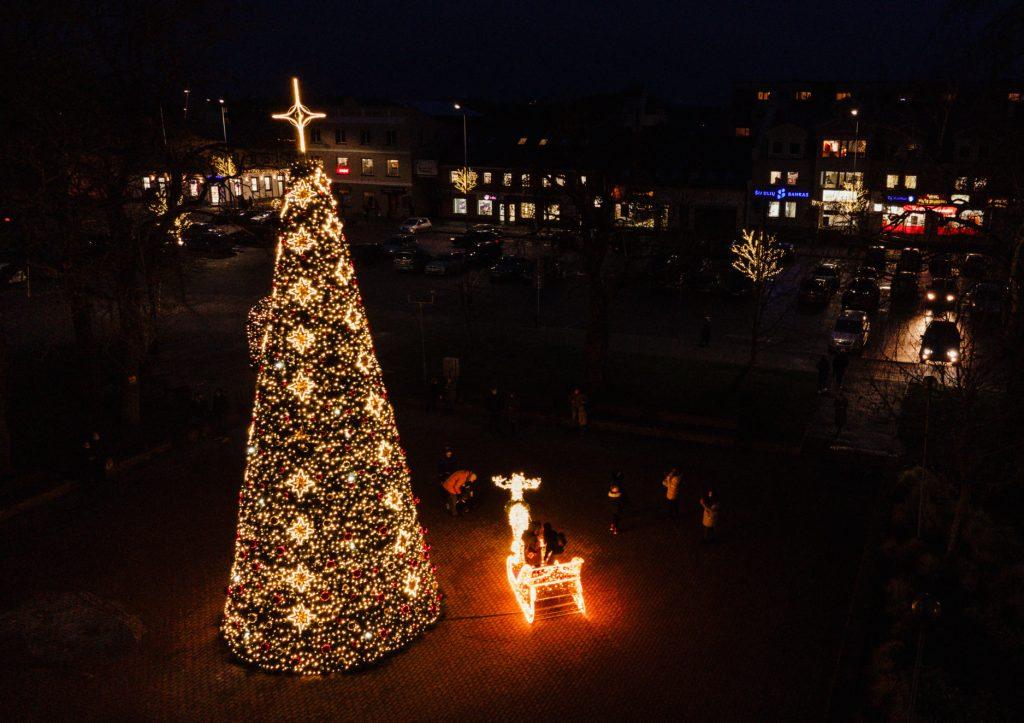 Kretingos egė švies  ir Naujųjų Metų naktį.