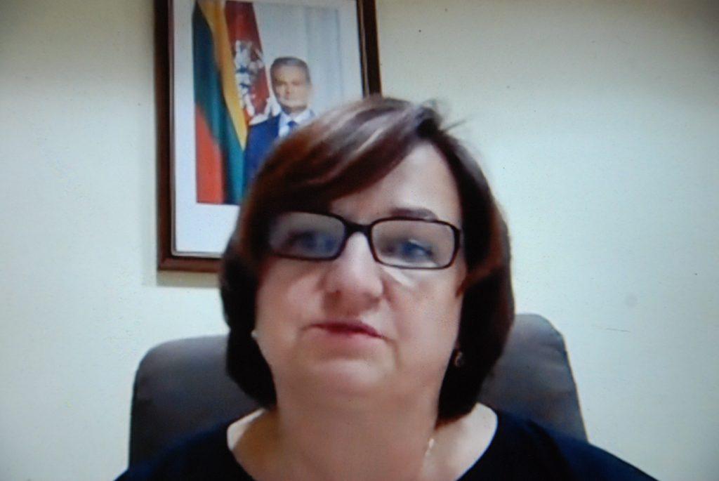 Štai taip šįvakar nuotoliniame Tarybos posėdyje apie atsistatydinimą pranešė Administracijos direktorė Jolanta Gidvainė.  Aisto Mendeikos nuotr.