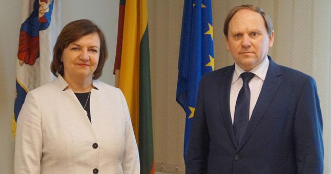 Iš pareigų atsistatydinus Jolantai Girdvainei, Kretingos rajono Savivaldybės administracijai laikinai vadovaus Povilas Černeckis.