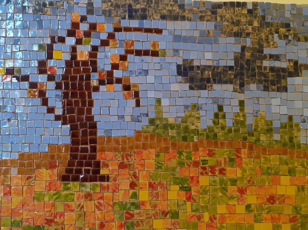 Dienos veiklos centro Salantų padalinys savo sienas papuošė štai tokiomis įspūdingomis keramikos mozaikomis.