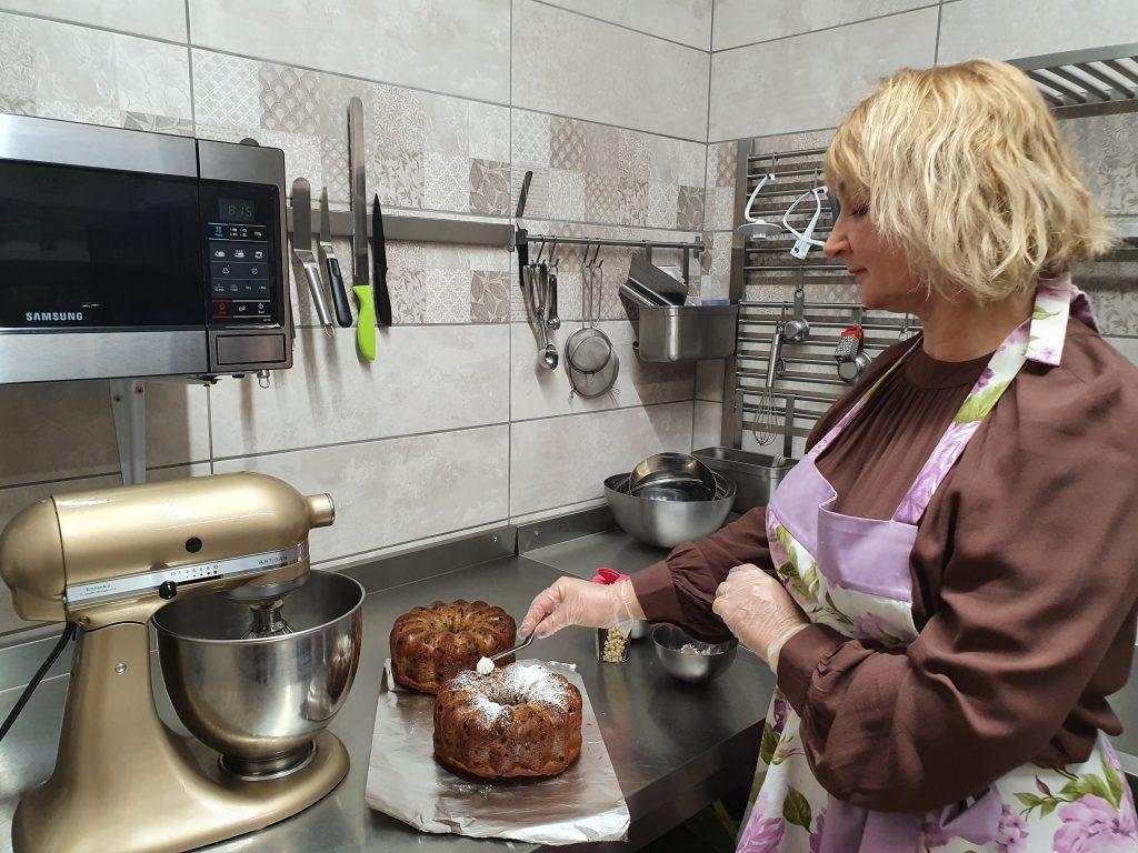 """""""Gyvenime mielai galėčiau vien desertus gaminti ir šventes dekoruoti"""", – sako Rima Kalniuvienė. Asmeninio archyvo nuotr."""