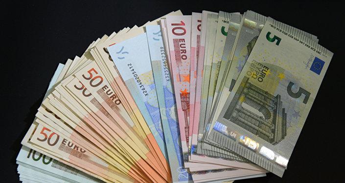 """Iš """"Kretingos komunalininko"""" prašyto pusantro šimto tūkstančio """"atėmusi"""" 120 tūkst. eurų Taryba nusprendė juos skirti švietimiečiams. Asociatyvi nuotr."""