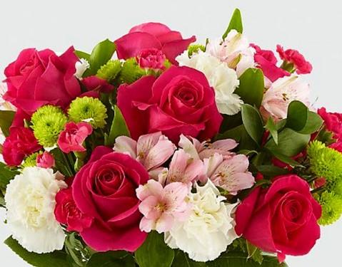 Raudonų rožių ir alstromerijų puokštė. www.pasauliogeles.lt