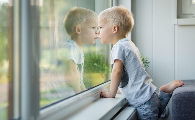 Jei teismas nereikalauja, pažyma iš Vaiko teisių tarnybos nereikalinga. Asociatyvi nuotr.