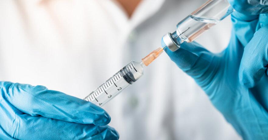 Jau prasideda registracija vakcinai nuo koronaviruso. Asociatyvi nuotr.