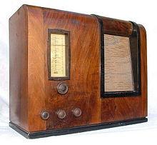 """1937 metų baterinis lietuviškas radijo imtuvas """"KARADI B37""""."""