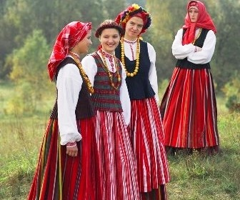 tautinis kostiumas
