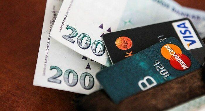Patiklią palangiškę apgavusi mergina iš jos sąskaitos nuskaičiavo beveik pusantro tūkstančio eurų. Asociatyvi nuotr.