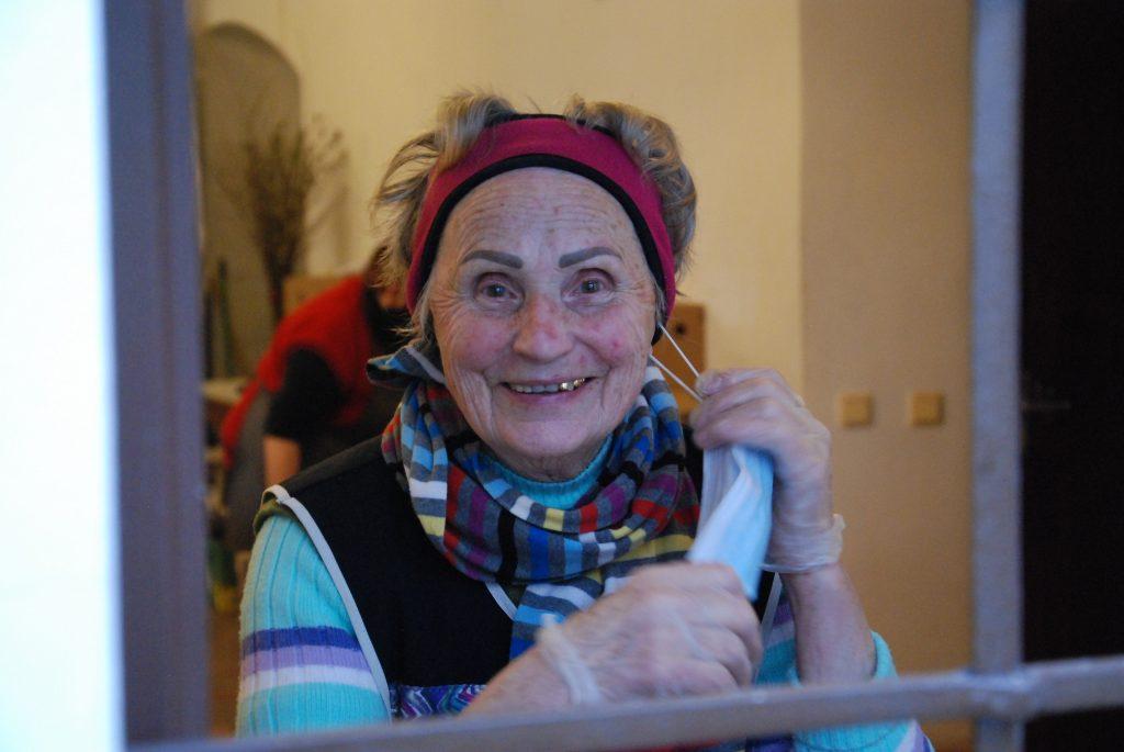 Vita anksčiau dirbo slaugytoja, o dabar labdaros valgykloje dirba jau šeštus metus. Aisto Mendeikos nuotr.