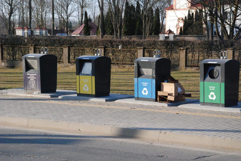Nuo balandžio 1-osios už buitines atliekas mokėti teks šiek tiek brangiau. A.Mendeikos nuotr.
