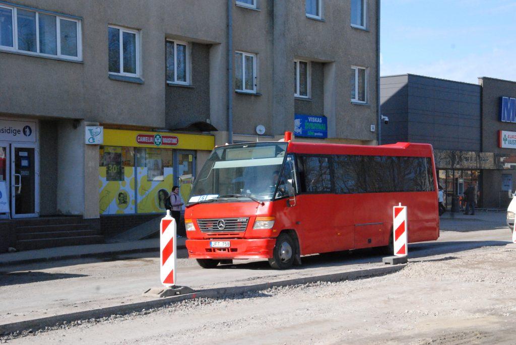 Tarybos opozicijos miglotos pergalės prieš valdančiosios daugumos idėją dėka nemokamai važiuoti autobusu Kretingoje tikriausiai teks dar negreitai. Autoriaus nuotr.