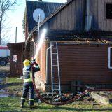 Šeštadienio rytą Darbėnuose darbavosi net 4 ugniagesių brigados. Aisto Mendeikos nuotr.