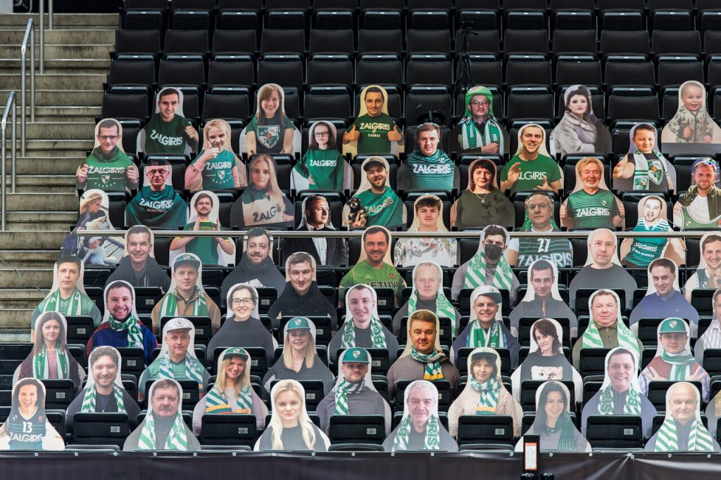 Ar palaikydami savo miesto komandą įsigytumėte tokį kartotinį atvaizdą, kad sėdėtų vietoj Jūsų salėje, kol Jums neleidžia karantinas?