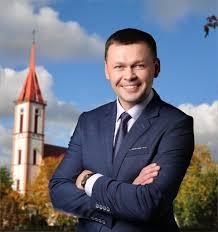 Nuo ketvirtadienio Kretingos rajono taryboje pradeda dirbti naujas politikas - Tomas Abelkis.