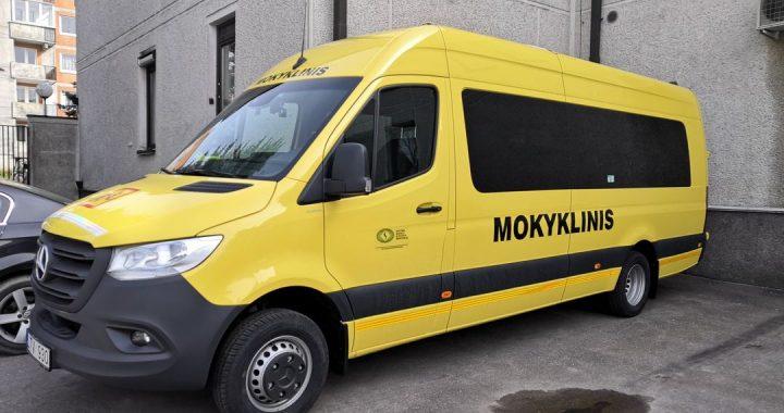 Salantų gimnazijai šią savaitę atiteko 19-os vietų mokyklinis mikroautobusas. Kretingos rajono savivaldybės nuotr.