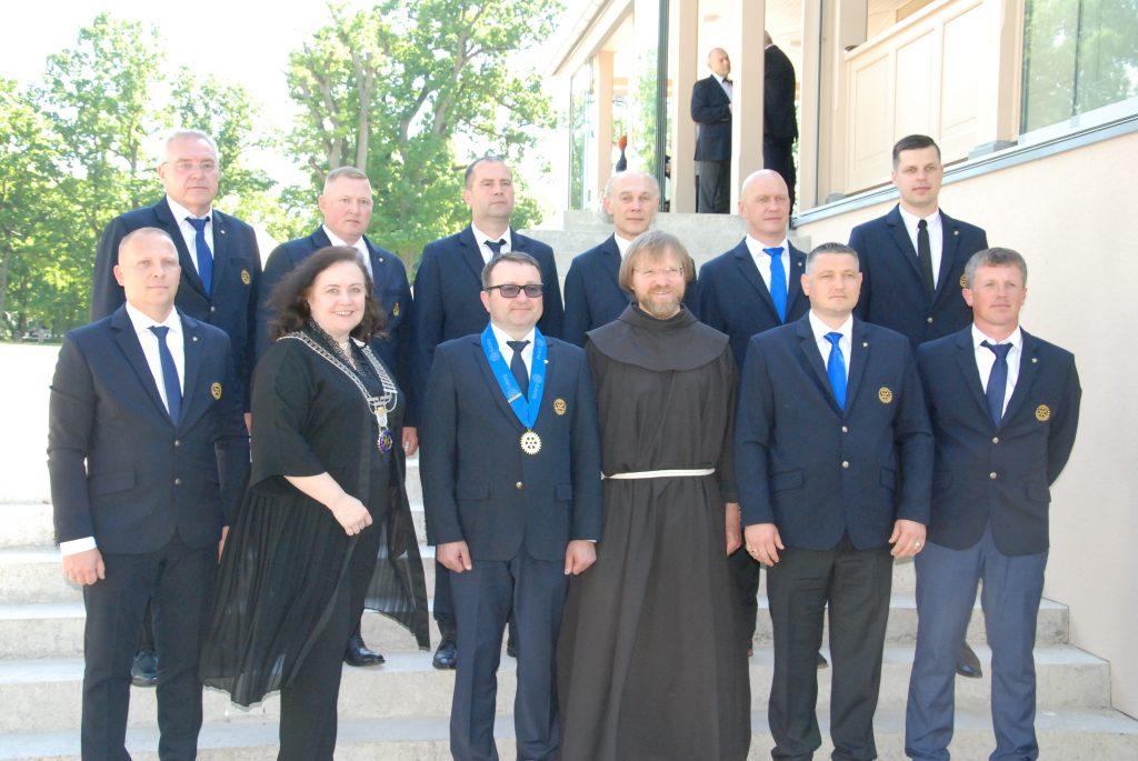 """Praėjusį penktadienį Kretingos vyrų """"Rotary"""" klubo pirmuoju prezidentu inauguruotas Tomas Jurgutis. Aisto Mendeikos nuotr."""