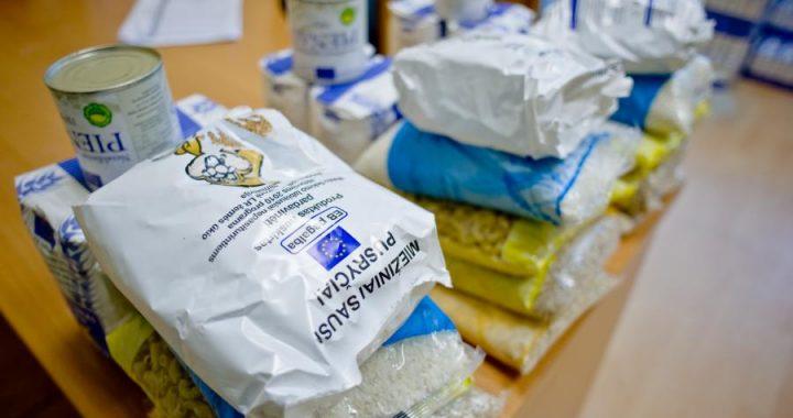 Šiandien, penktadienį ir kitą antradienį  labiausiai nepasiturintiems kretingiškiams dalijama labdara maisto produktais ir higienos prekėmis. Asociatyvi nuotr.