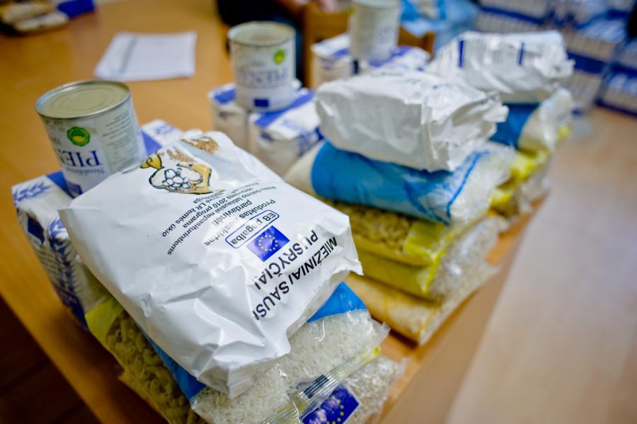 Šiandien labiausiai nepasiturintiems vydmantiškiams dalijama parama maisto produktais. Asociatyvi nuotr.