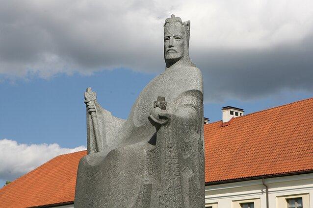 Karaliaus Mindaugo skulptūra Vilniuje. BNS nuotr.