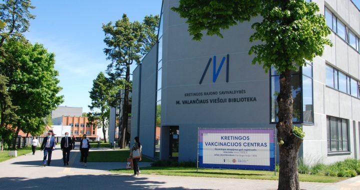 Kretingos rajono vakcinacijos centre skiepijasi praktiškai visa Lietuva – tautiečiai užsuka pakeliui į Palangą.