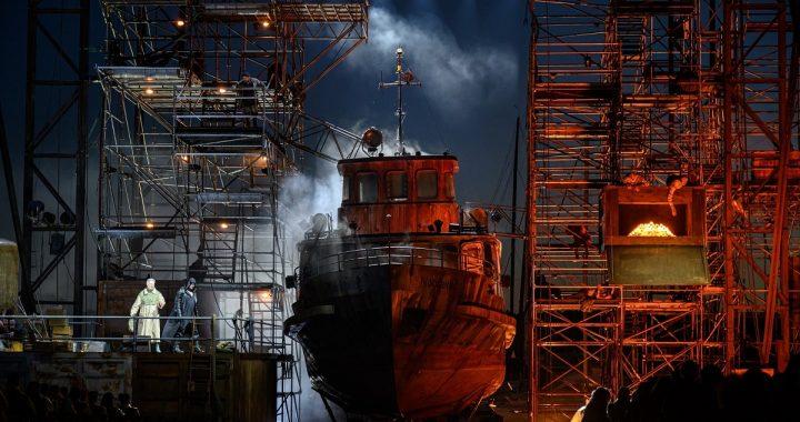 """Laivas """"Nordwind"""" - operoje """"Skrajojantis olandas"""". M. Aleksos nuotr."""