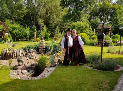 Šį birželį savo vestuvių metinių proga Galdikai pasipuošė tautiniais rūbais